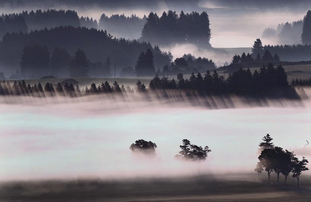 epa.14.06.26. - Bernbeuren, Németország: köd a város közelében