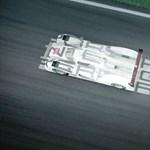 Így száguld Monzában a Porsche hibrid csúcsrakétája - videó