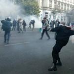 A tömegbe lövető Gyurcsánnyal vágnak vissza a halszagú dalért