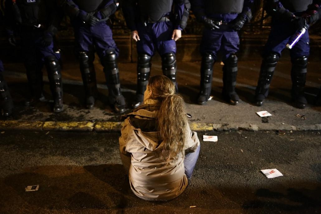 PA.14.10.26. - Százezren az internetadó ellen - tüntetés az internetadó bevezetése ellen