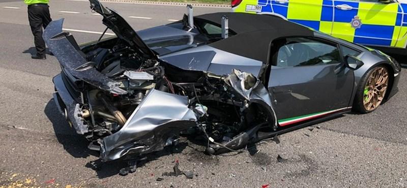 20 percig bírta a szalonból kijött Lamborghini, az első útján összetörték