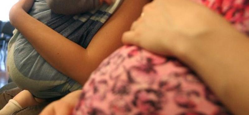 Túl sok a terhes diáklány az iskolákban, külön intézményt hoznak létre