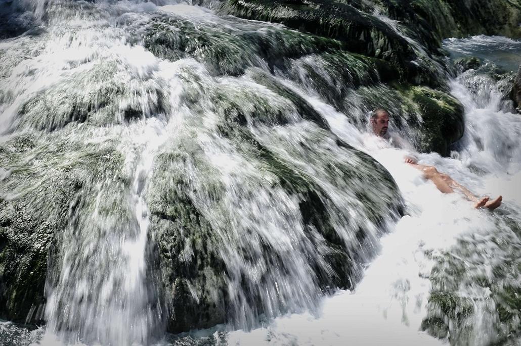 afp.14.03.19. - Görögország: fürdőző férfi . - 7képei