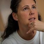 Visszavonták az eljárást a fekete ruhában tiltakozó ápoló ellen