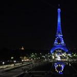 Megbüntetik a turistát, ha Eiffel-tornyos szelfit tesz a Facebookra?