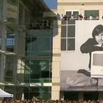 Az Apple közzétett egy videót a Steve Jobs megemlékezésről