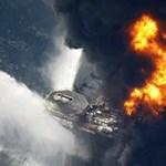 Robbanás egy olajfúró tornyon Louisianánál - videó
