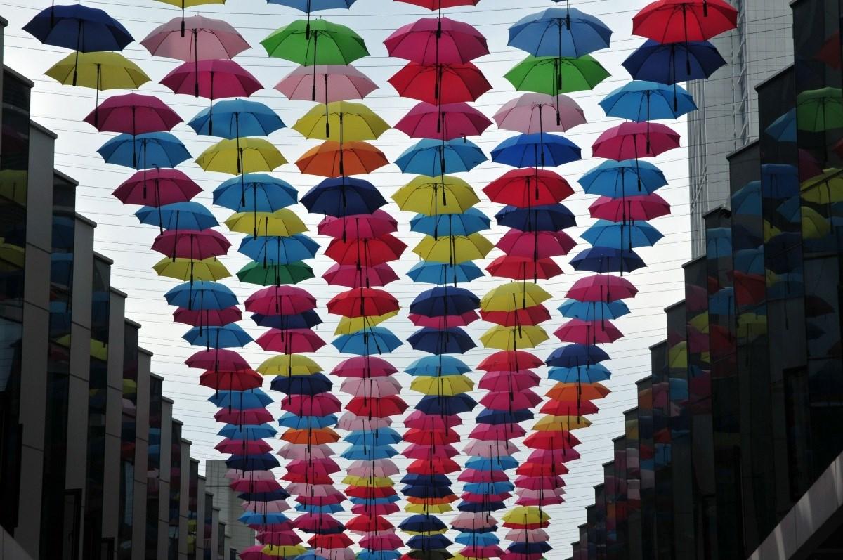 Az idei nyár slágere: az esernyő – Nagyítás-fotógaléria