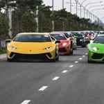 Videó: ellepték a szingapúri utcákat a Lamborghinik