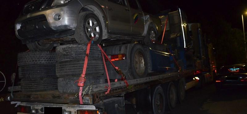 Megint szürreálisan megpakolt teherautót fogtak az M7-esen