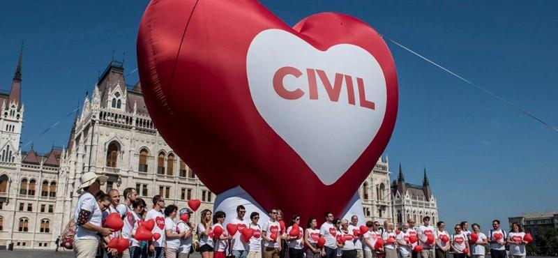 """""""Ez minden, csak nem nemzeti összetartozás"""" – a Stop Soros ellen tüntettek a civilek – videó"""