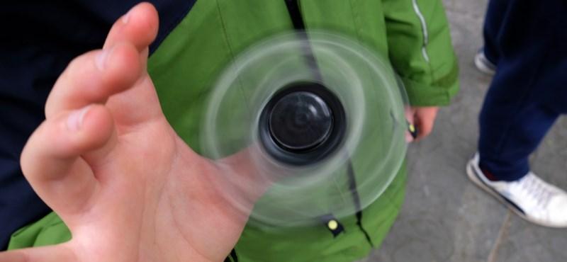 Emlékszik még a fidget spinnerre? Az EU nagyon haragszik a játékra