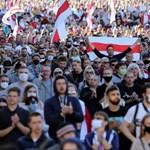 Ismét tízezrek tüntettek Minszkben, vízágyúval oszlattak
