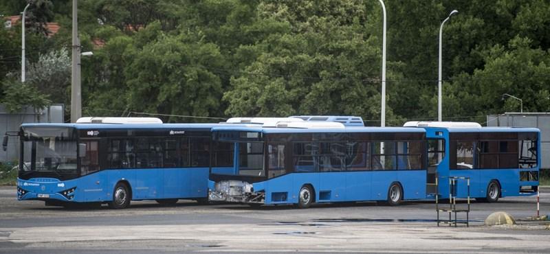 Miért élteti tovább az állam a becsődölt buszgyártót?