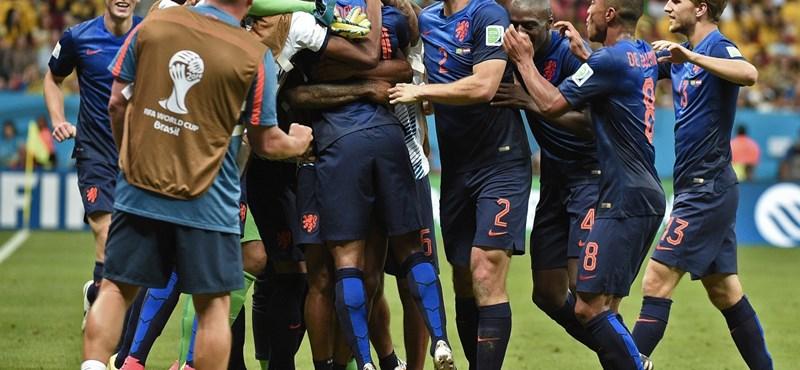 Hollandia is simán verte a brazilokat, övék a bronzérem