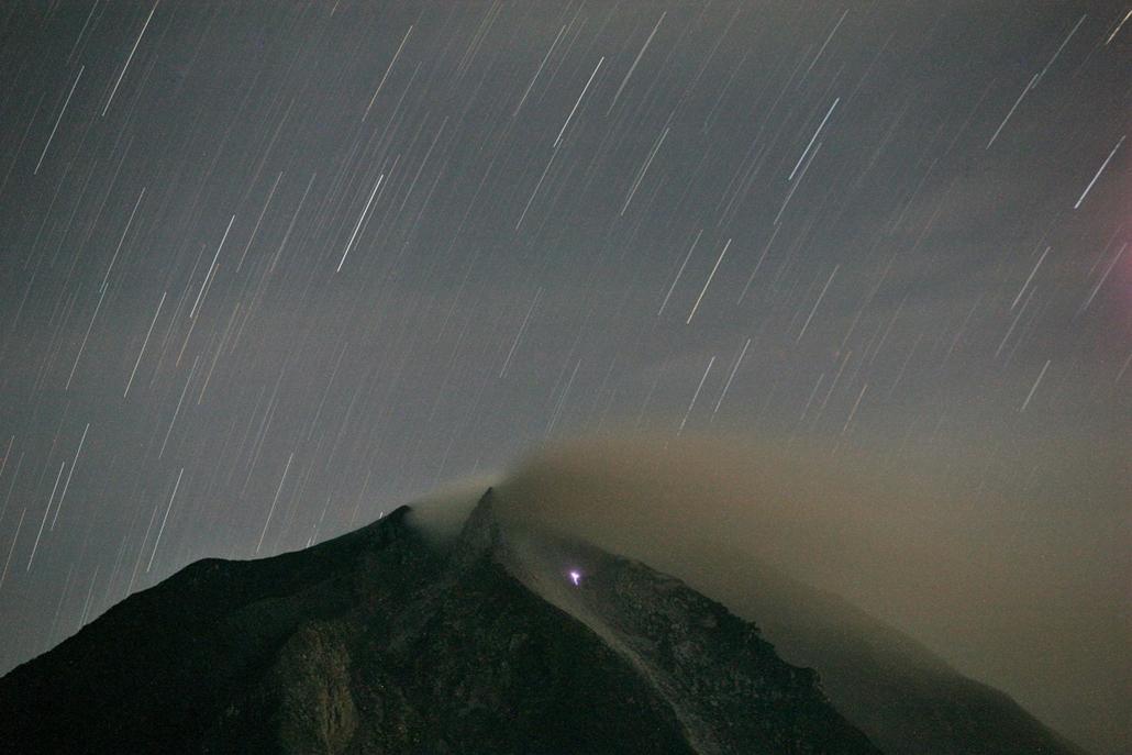 AP! 2013. december 5-ig! - vulkán - Tűzhányó Indonéziában -Tiga Pancur, 2013. november 25.