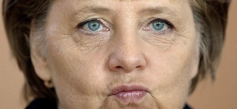Merkel szerint nem bojkottálják Francois Hollande-ot, de tényleg nem fogadja