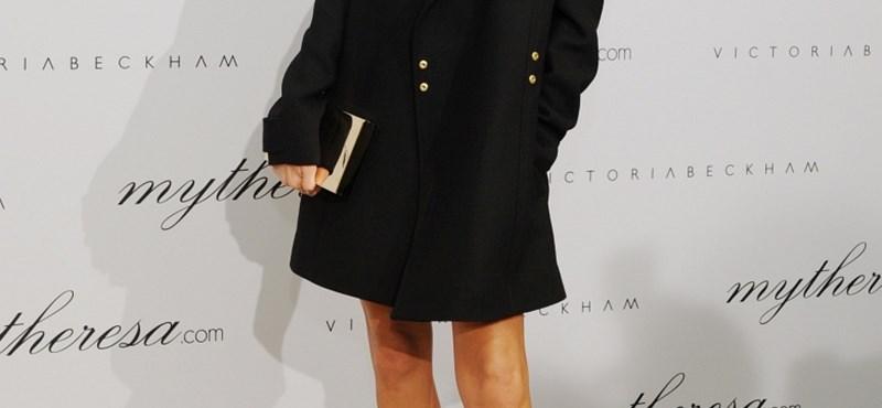 Kiderült, miért nem mosolyog Victoria Beckham – videó