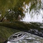 Elképesztően nagy központi kijelzővel támad az új Mercedes S-osztály