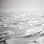 Videó: Így indulnak meg az olvadó jégtáblák a Balatonon
