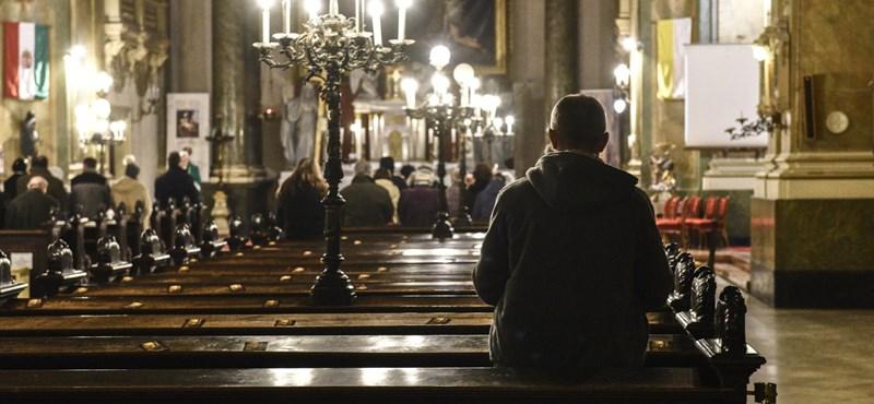 Megfogadták Semjén Zsolt tanácsát: több misét közvetít a közmédia