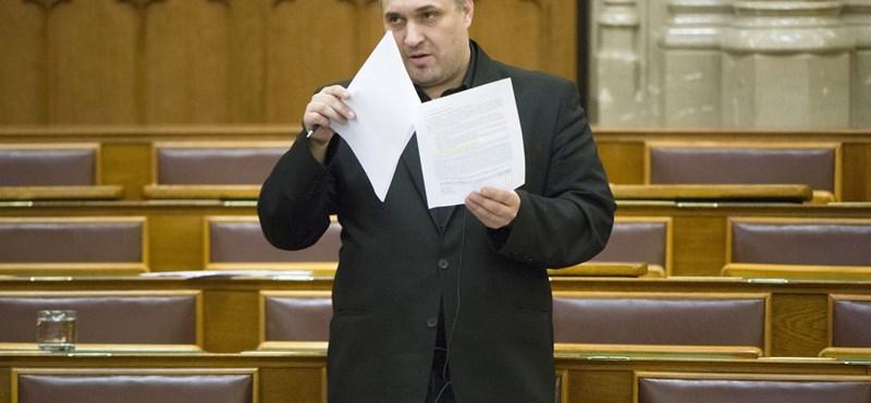 Sallai Róbert Benedek újra páros lábbal szállt bele Szélbe és Hadházyba és az ellenzékbe