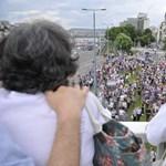Tüntetők és szurkolók a hét képein
