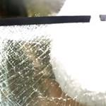Ki ne próbálja otthon: ez történik, ha olvadt sót tesz egy üveg vízbe -videó