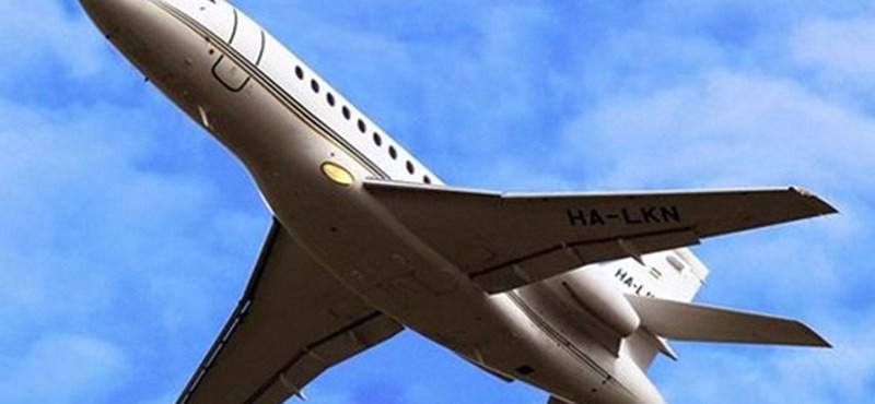 Repülőből zuhant ki a potyautas, irodaház tetején találták meg a holttestét