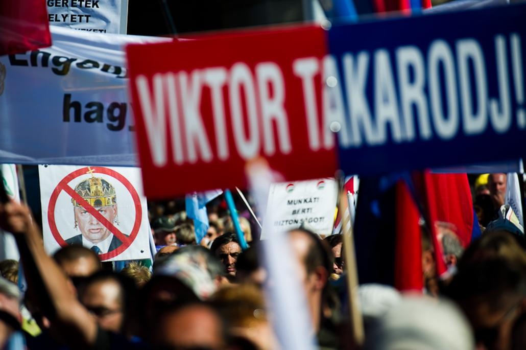 szakszervezeti tüntetés a kossuth téren nagyítás Orbán Viktor