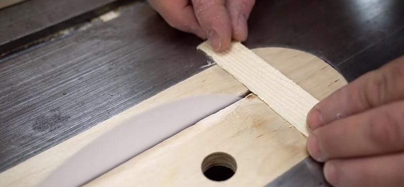 Lehet papírral fát vágni? Naná, itt a videós bizonyíték