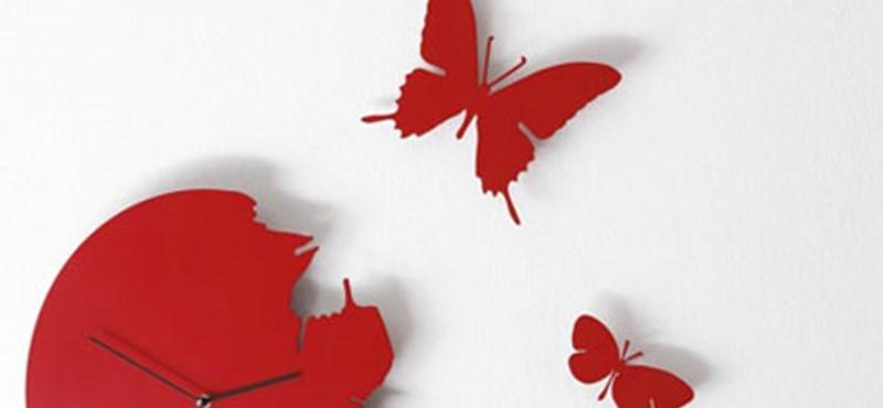 Szétrebbenős, pillangós falióra