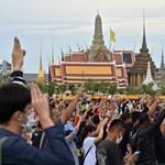 15 ezer rendőr és szükségállapot Bangkokban a tüntetések miatt