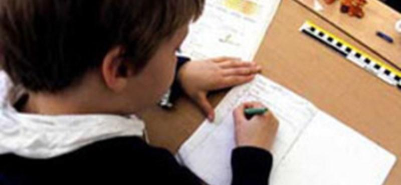 """""""Védettebb sávot"""" adna a hittanóráknak az oktatási államtitkárság"""