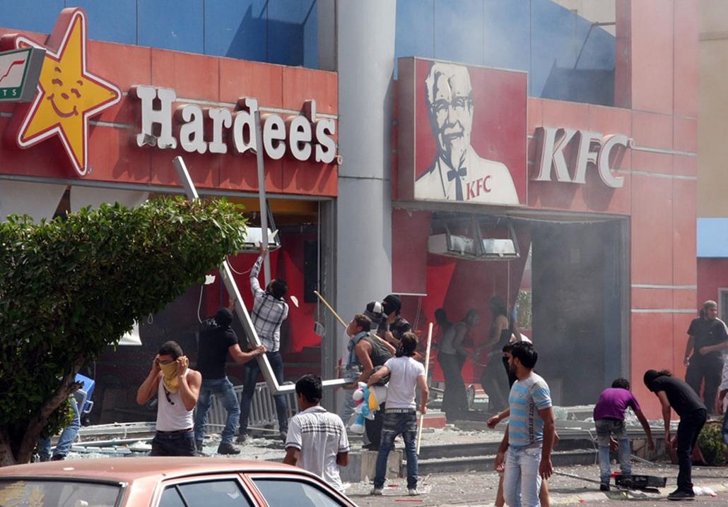 Amerikai gyorséttermeket támad meg a tömeg Tripoliban, Libanonban , arab világ, tüntetések, mohammed próféta
