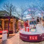 Furcsa karácsonyi látványosság jelent meg az Erzsébet téren – fotók