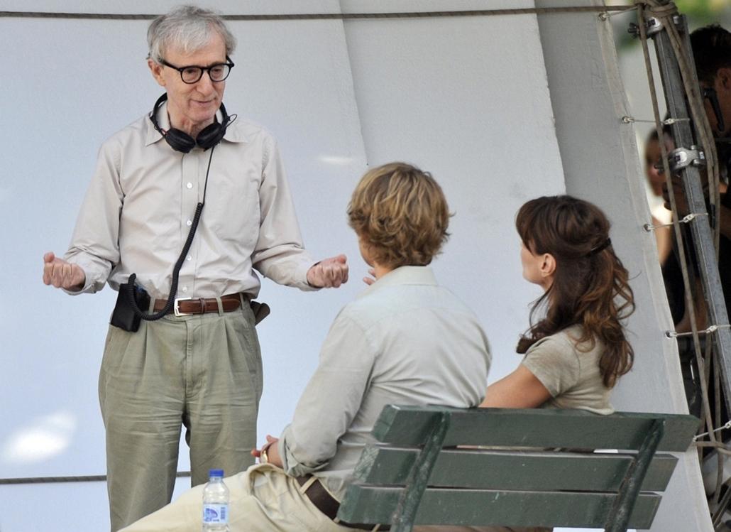 afp.10.07.28. - Párizs, Franciaország: Woody Allen, Carla Bruni-Sarkozy és Owen Wilson az Éjfélkor Párizsban (2011) című filmben - nagyítás, Midnight in Paris