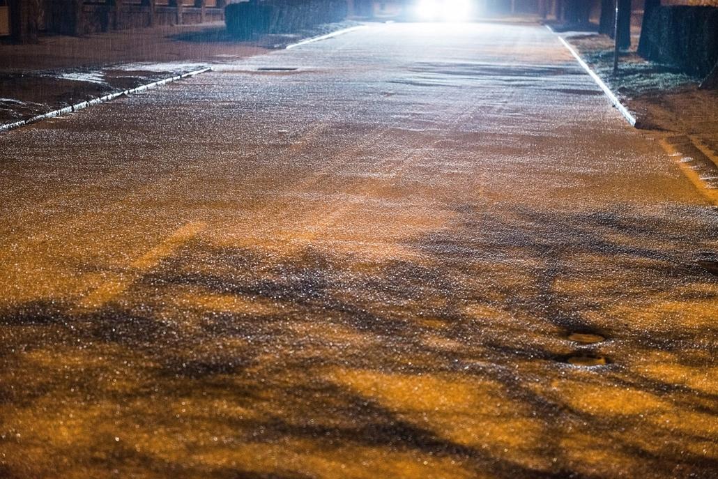 mti.15.01.03. - Debrecen: ónos esőtől eljegesedett köztéri installáció a debreceni Nagyerdőben - 7képei