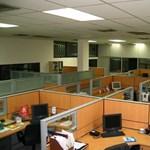 Rontja a teljesítményt a dolgozók egy légtérbe zsúfolása