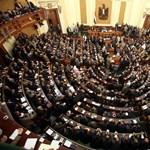 Zajos volt az új egyptomi parlament alsóházának első ülése
