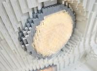 Még a mosogató is kockákból áll az életnagyságú Lego VW lakóbuszban