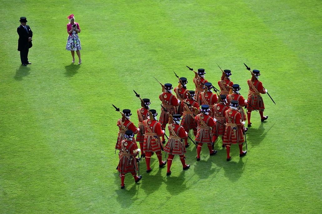 afp.15.05.20. - London, Egyesült Királyság: gárdisták felvonulása a Buckingham Palota egyik rendezvényén - 7képei