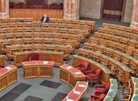 Kitiltották a parlamentből a titokban fotózó Echo Tv-st