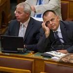 Le is mondott a kormányhű médaholding vezetője, miután bevallotta, hogy ellenzéki lapokat olvas