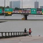 Megdöbbentő gif: így nézett ki egy éve és így két napja a hurrikán sújtotta Houston autópályája