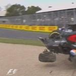 Videó: Óriásit bukott Alonso Ausztráliában
