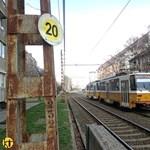 Vízzsák miatt lassították le a villamosokat a Fehérvári út külső részén – fotók