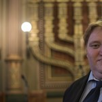 Visszahívták a transzvesztita múltú Schwezoff Dávidot