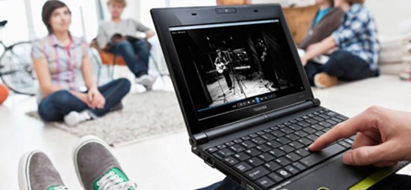 Netbookot kaptak az elsőévesek a Kodolányi János Főiskolán
