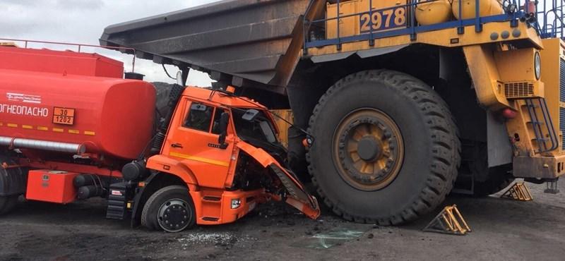 Fotó: az sem mindennapi, amikor egy tartálykocsi a kisautó egy balesetben